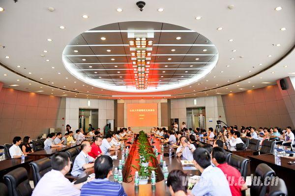 山东大学信息学院江铭炎教授与深圳集成电路设计产业